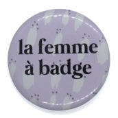 La femme à badge